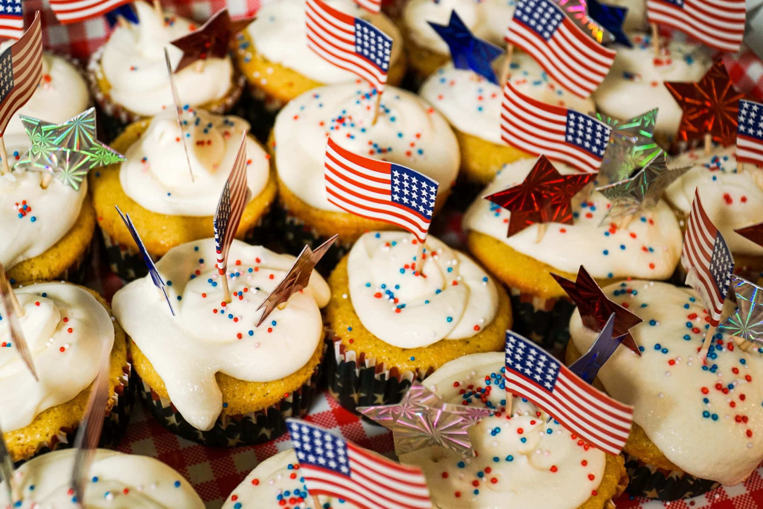USA topped cakes