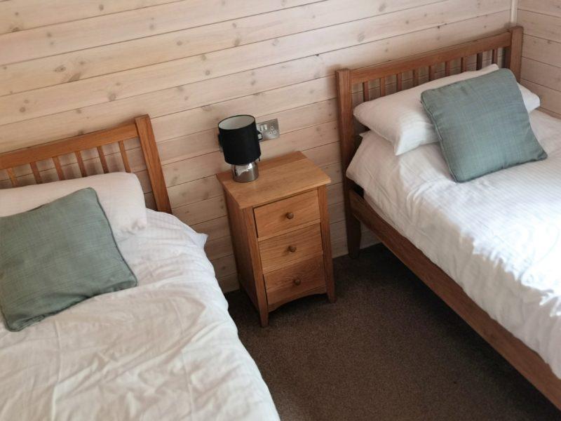 Kelling Heath 2 bedroom woodland lodge twin bedroom