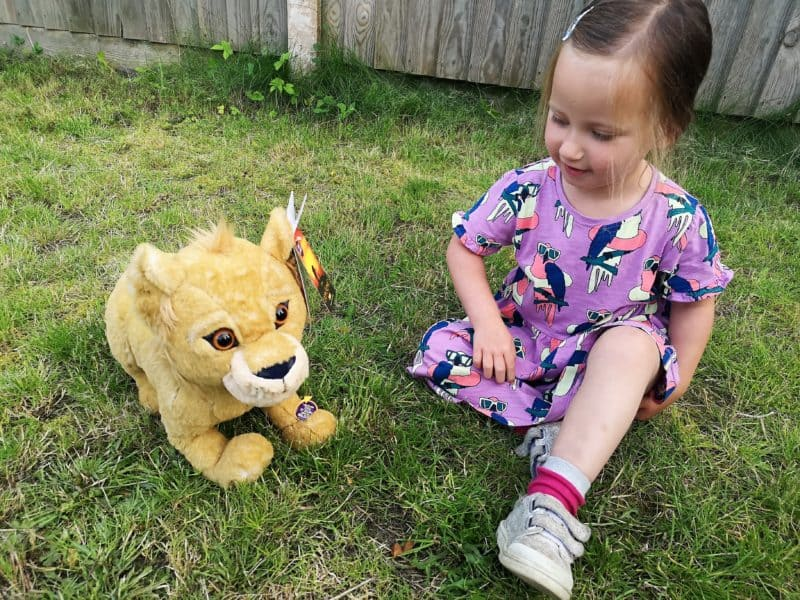 Erin and the Simba large plush with sound