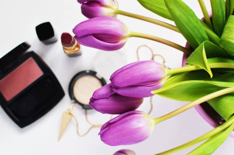 make up and flowers