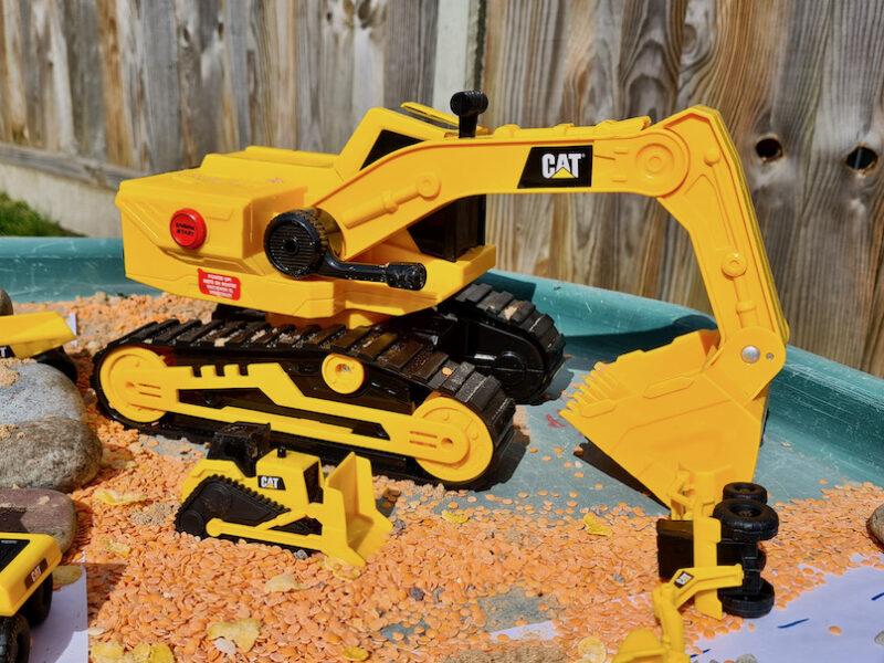 Cat vehicles and construction Tuff Tray