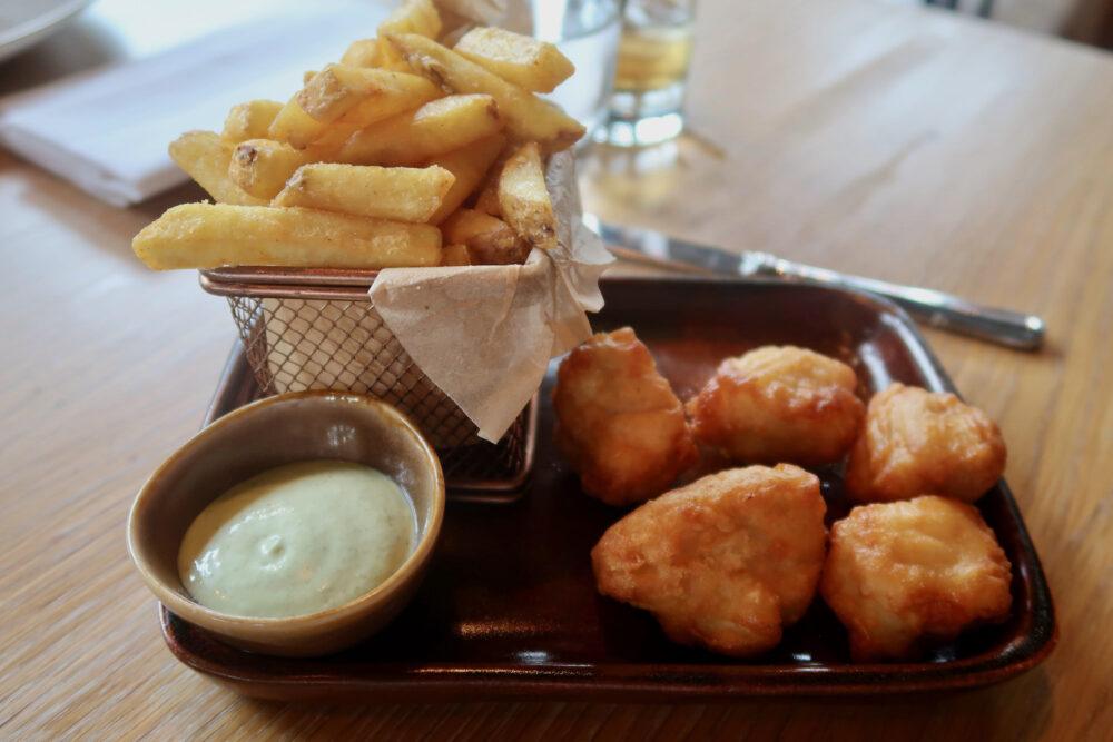 Children's chicken bites and chips