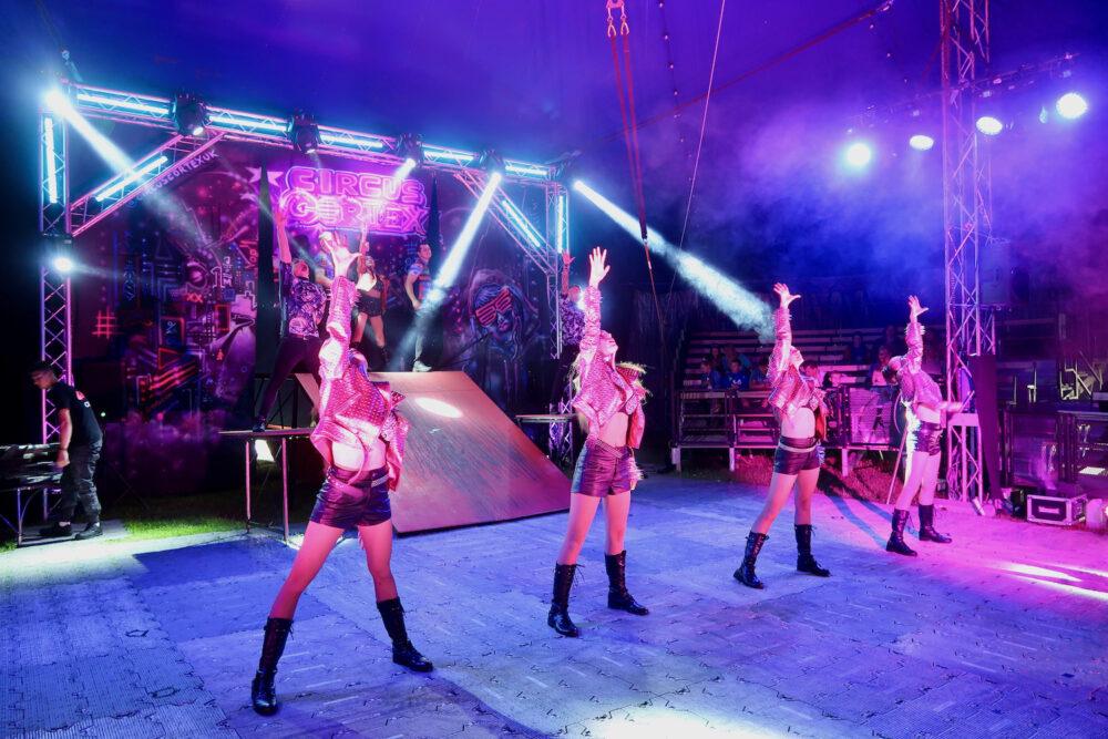Circus Cortex dancers