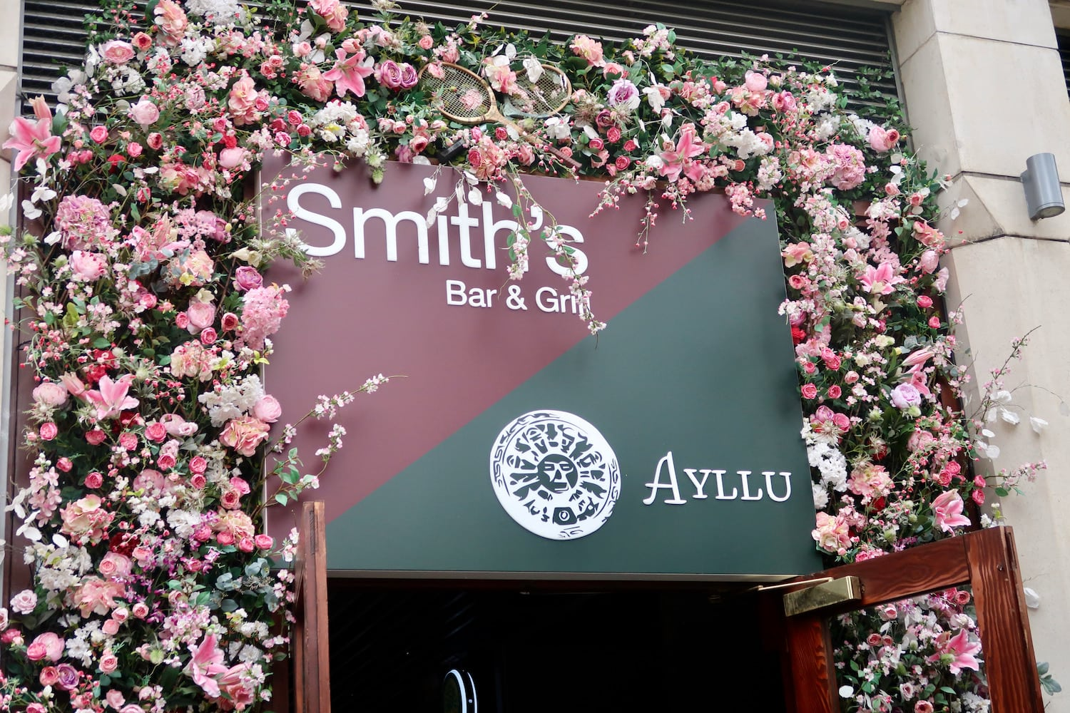 Smiths Bar and Grill