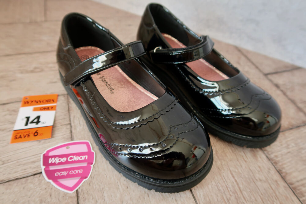 Wynsors girl's school shoes