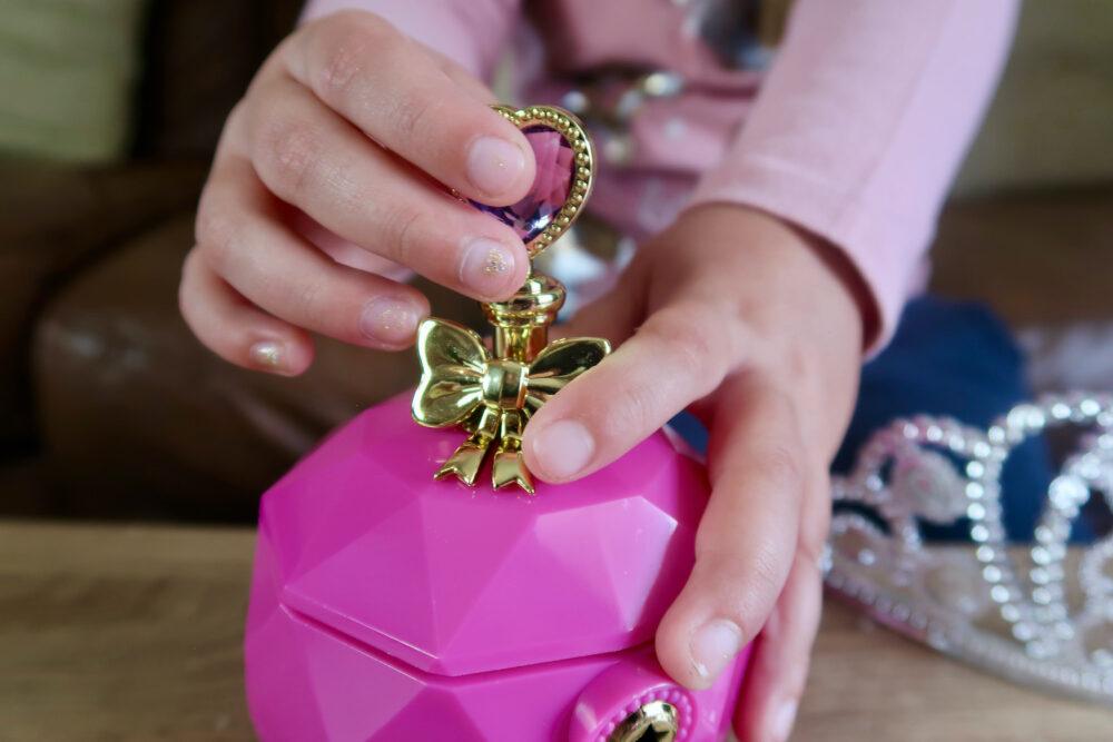 Jewel Secrets Princess Glam Set chamber