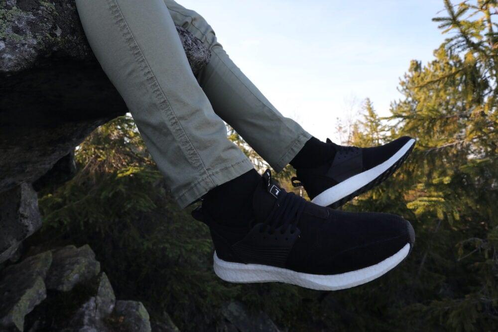 Loom men's black trainers