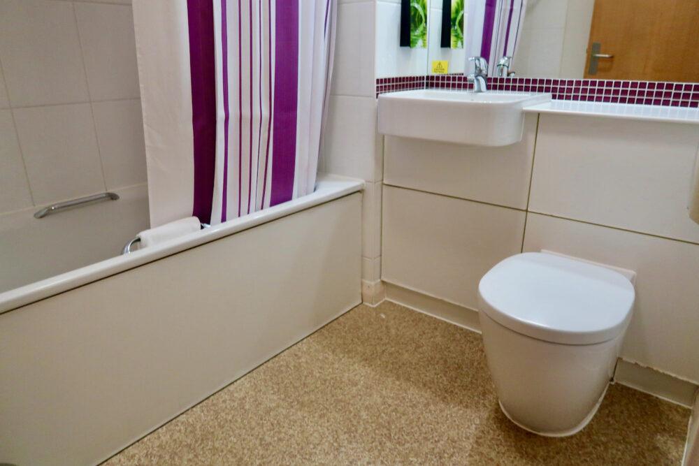 Premier Inn Greenwich bathroom