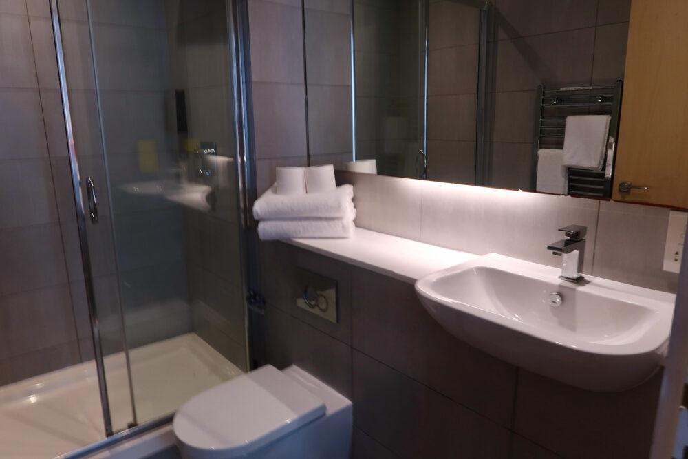 Staycity Greenwich High Road bathroom