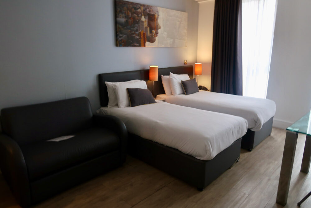 Staycity Greenwich High Road beds and sofa