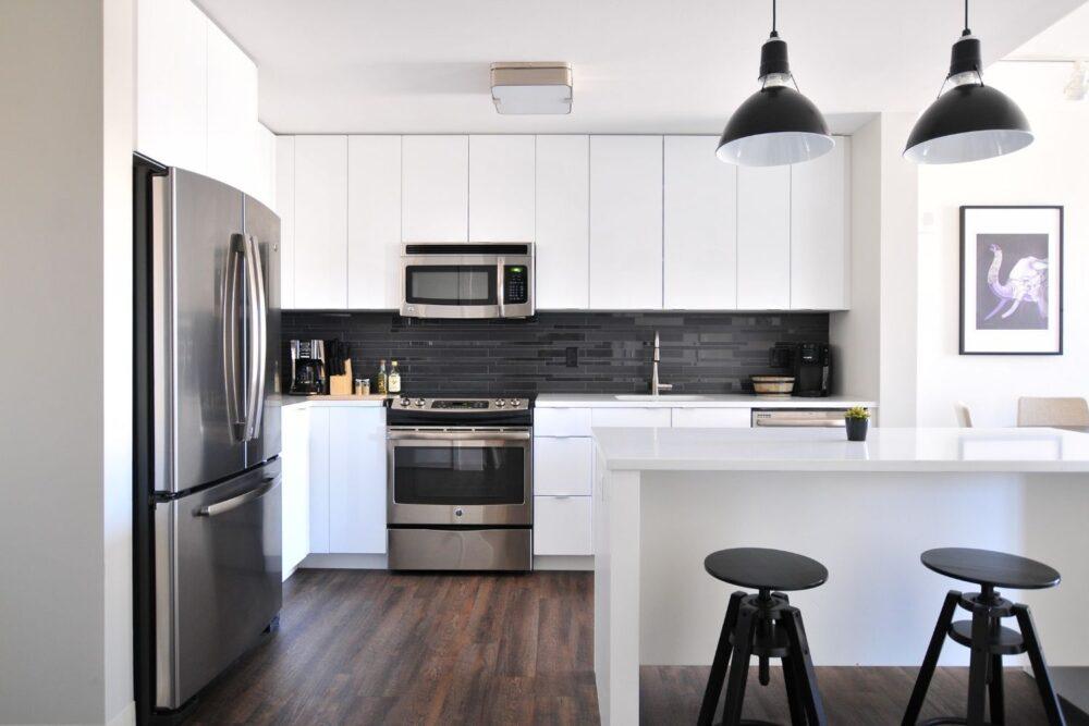 White kitchen with breakfast bar