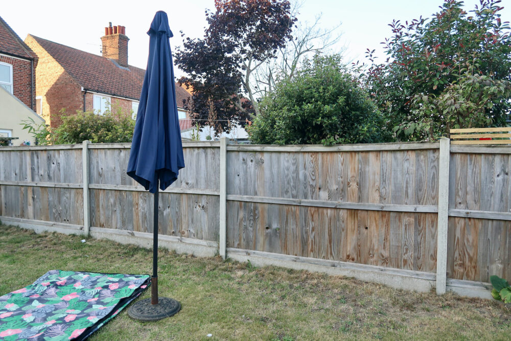 Henley 3m Crank & Tilt Garden Parasol Umbrella Blue folded down