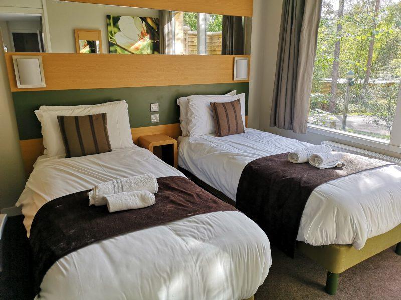 Center Parcs 3 Bedroom New Woodland Lodge twin bedroom