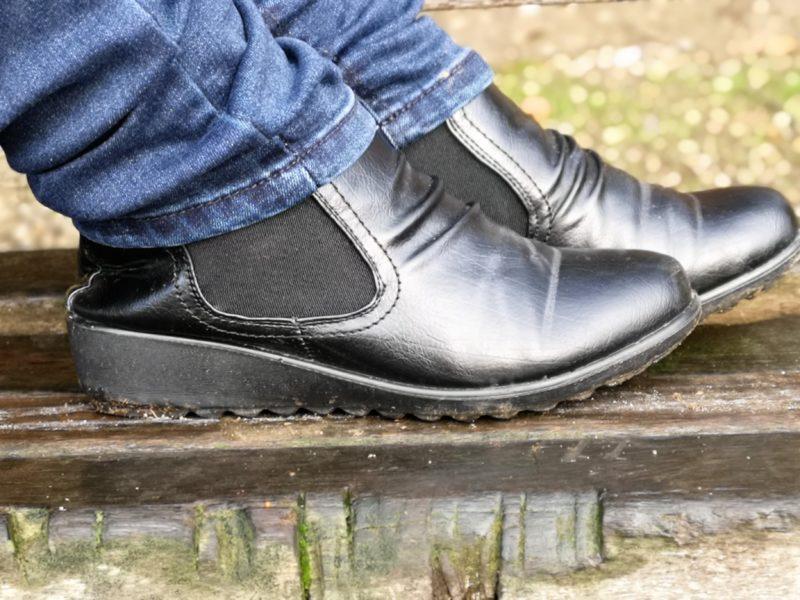 Cushion Walk black Chelsea boots