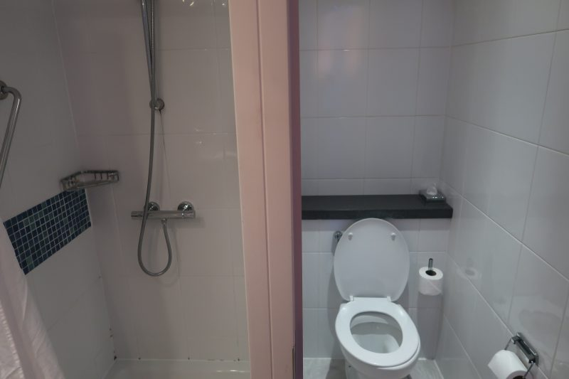 Holiday Inn Express London - Stansted Airport Hotel bathroom